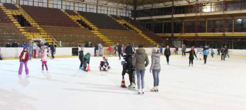 Verejné korčuľovanie v Trebišove