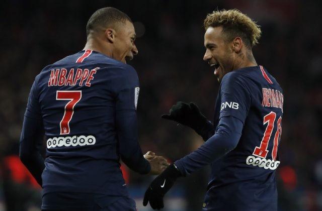 b01b487cf3b98 Parížania figurujú po štyroch kolách Ligy majstrov na treťom mieste v  základnej C-skupine, na vedúci Liverpool aj druhý Neapol však strácajú  jediný bod.