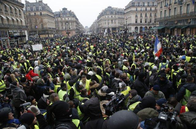 Protesty sa vo francúzskej metropole konajú už piaty víkend po sebe. PARÍŽ  15. decembra (WebNoviny.sk) – V Paríži pokračujú v sobotu protivládne  protesty ... ac4d4e84672