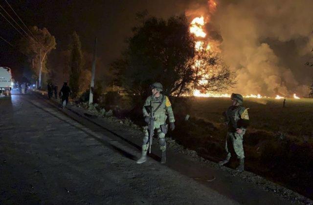 4231b8968 Výbuch a následný požiar nastal v piatok večer len niekoľko hodín po tom,  čo zlodeji do potrubia navŕtali nelegálny otvor a miestni sa snažili  načerpať si ...