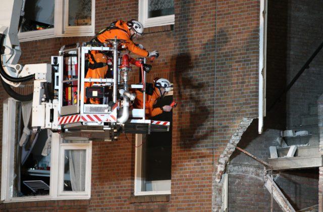 b320eecf0 Zatiaľ vytiahli dve zranené osoby. HAAG 27. januára (WebNoviny.sk) – V  holandskom Haagu sa zrútil trojpodlažný dom. Záchranári z trosiek vytiahli  dvoch ...