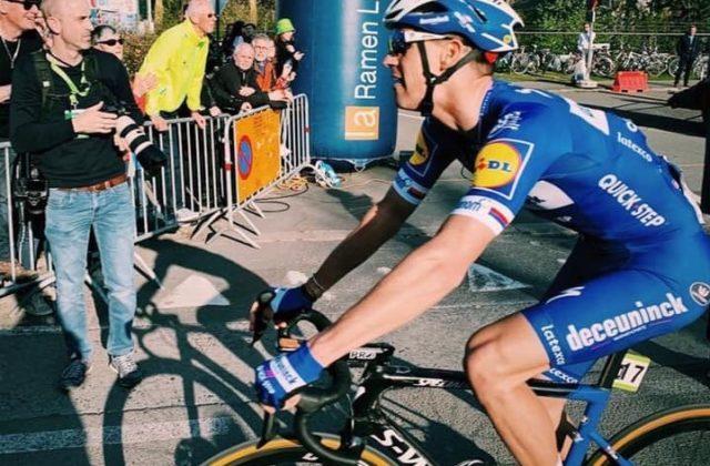 2edd44162 Slovenský cyklista Peter Sagan (Bora-Hansgrohe) o víťazstvo v cieľovom  meste Harelbeke nebojoval, v záverečných 20 km bol súčasťou tretej skupiny  ...