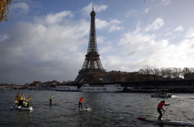 345fef79e51a0 Video: Eiffelovu vežu v Paríži museli zatvoriť, niekto sa na ňu pokúsil  vyliezť