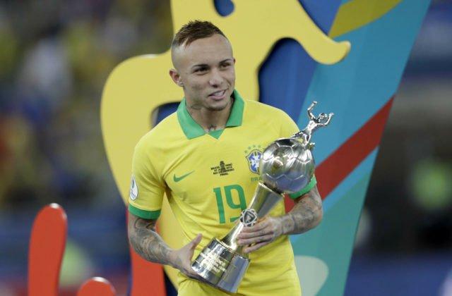 41130001fe5b1 Brazíliu priviedol k veľkej trofeji po 12 rokoch Neymarov náhradník, stal  sa najlepším strelcom · Futbal · Šport
