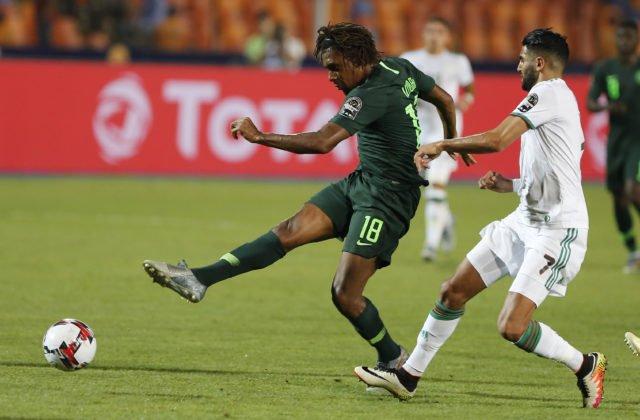 7050bc9d4 V drese anglického Manchestru City sa Mahrez radoval z víťazstva v Premier  League, FA Cupe aj Ligovom pohári – v piatok môže pridať aj triumf na  Africkom ...